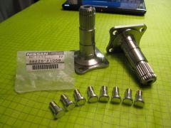 Subaru STI R180 half shafts with Nissan D-sided half shaft bolts