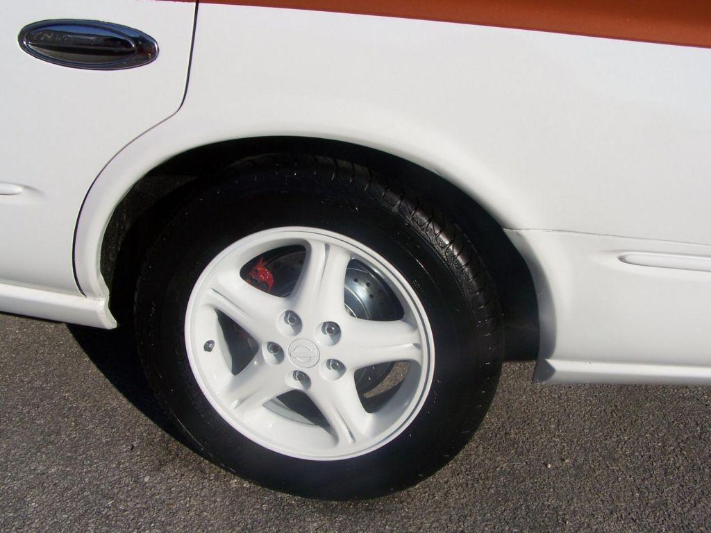 Infiniti_left_rear_wheel