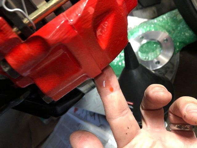 caliper_2_leak.thumb.jpg.29629914b9169aca6971e5d8c994adb6.jpg